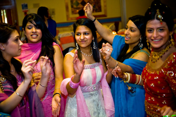 girls dancing at Sikh wedding