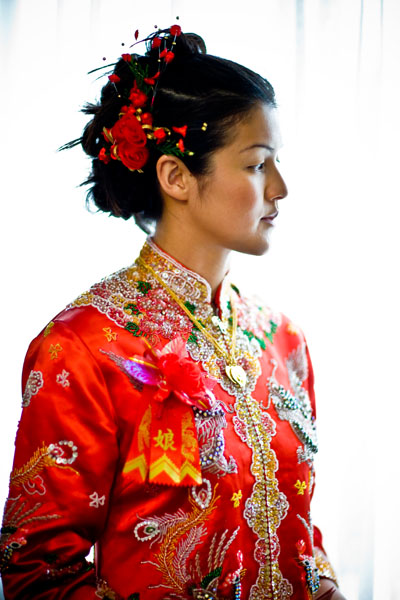 Chinese bride in traditional red wedding suit