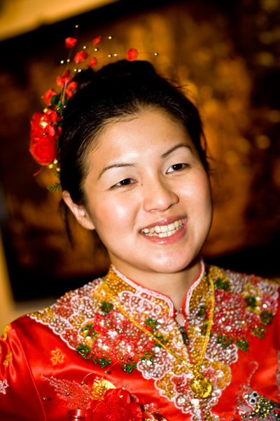 Chinese bride in red wedding dress