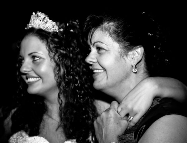 Mum & bride in black & white wedding picture