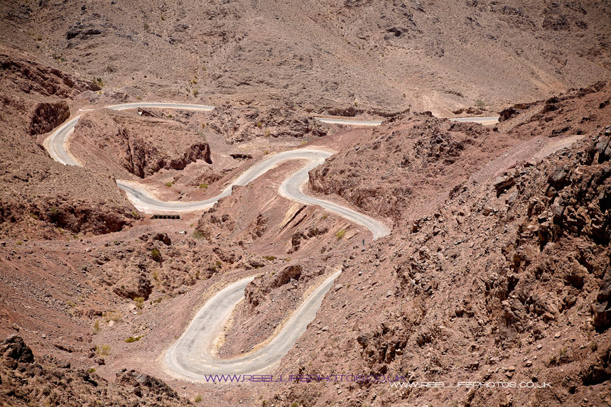 mountain pass from petra in jordan to the dead sea