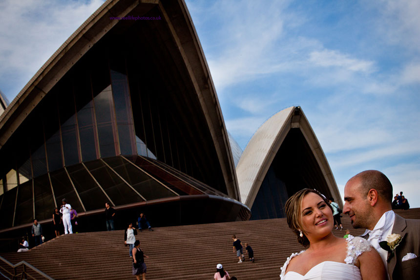 bride and groom by Sydney Opera House