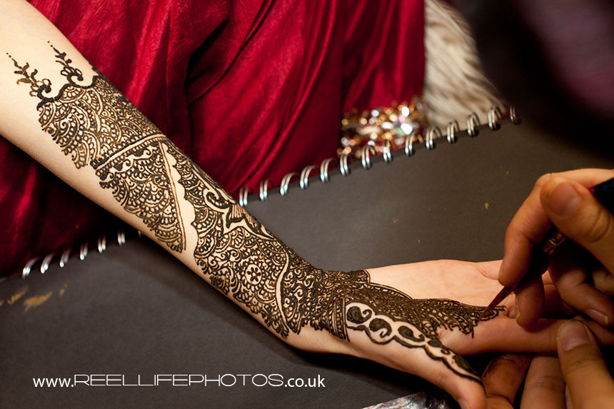 female Asian wedding photographer in West Yorkshire Mehndi pictures
