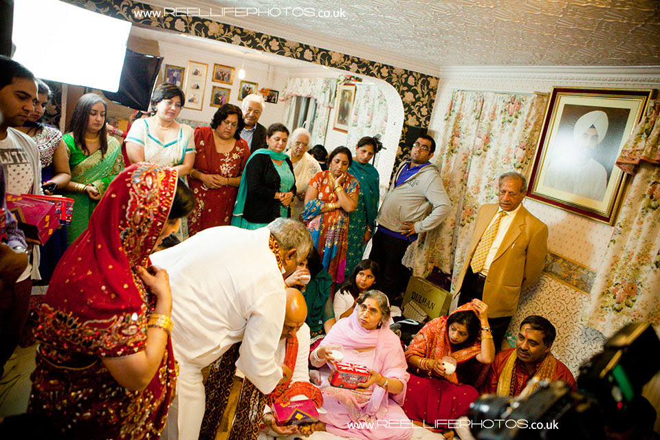 Wedding Gifts For Hindu Bride : ReelLifePhotos Wedding Photography Hindu wedding ceremony pictures