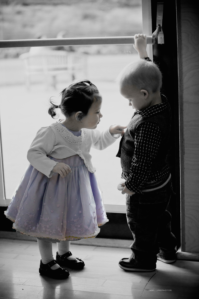 natural wedding picture of small children playing
