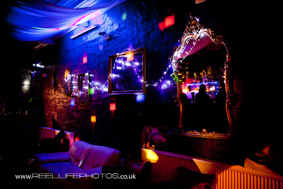 Independent urban bar with RnB, Hip-Hop, Reggae, Dancehall, Rare Grooves, Disco, Soul, Funky House, Baseline, UKG, Swagg