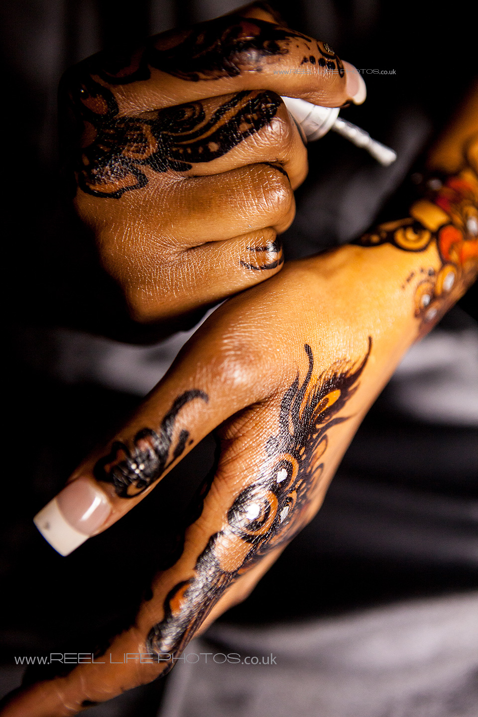 Somali wedding pictures of hands and henna painting
