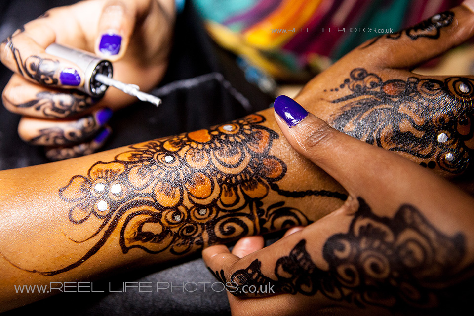 Beautiful Somali bride's hands being painted with henna