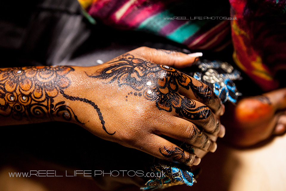 Natural Somali wedding picture of Somali henna design on bride's hand