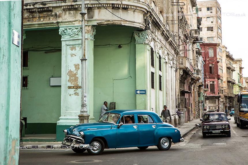 Life and old cars in Cuba