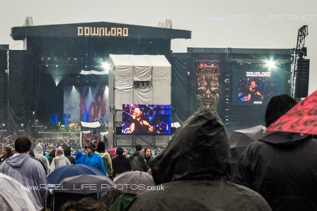 Download 2016 main stage in the rain