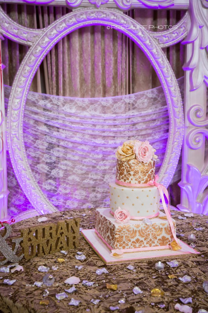 Pictures of Asian wedding venue banqueting hall in West Yorkshire - the cake