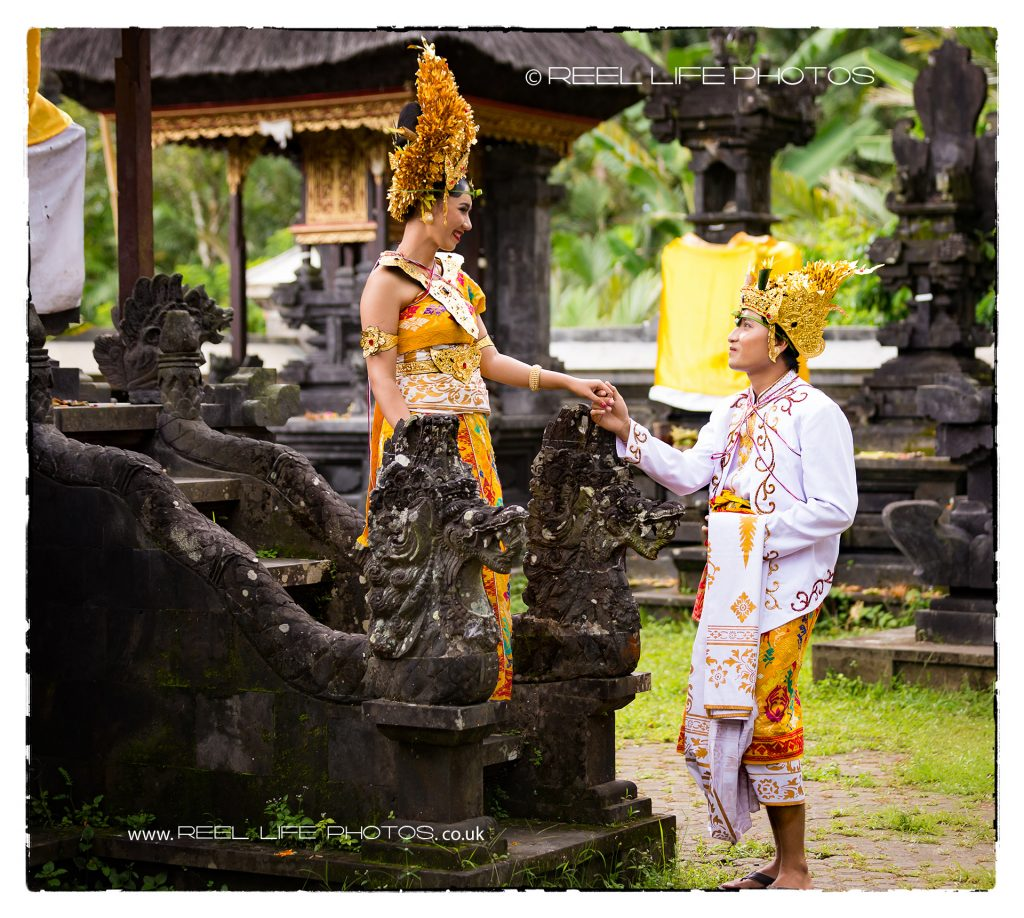 Balinese wedding photography in a temple