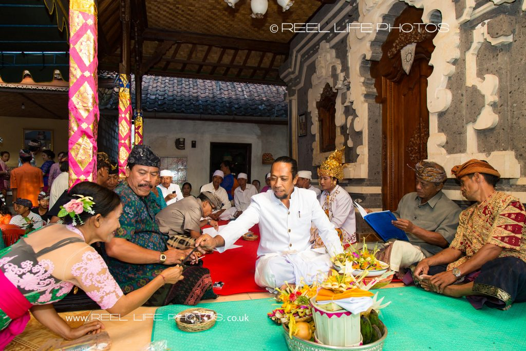 Wedding ceremony rituals in Bali